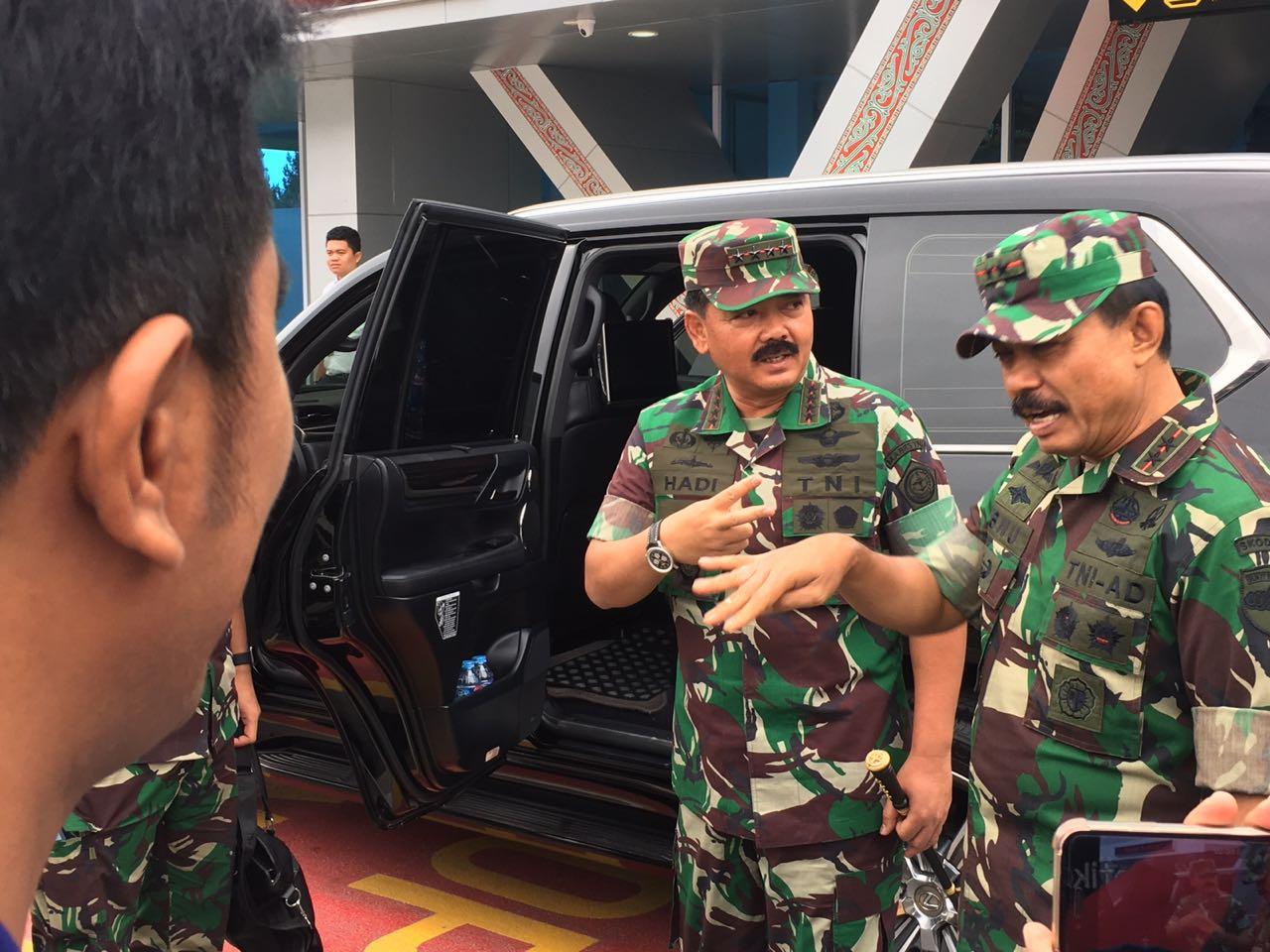 Pangdam I/BB Jajaran Sambut Panglima TNI dan Kapolri di Bandara Silangit