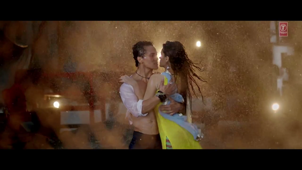 Kriti sanon and Tiger Shroff Hot Wet Photos from Heropanti Movie