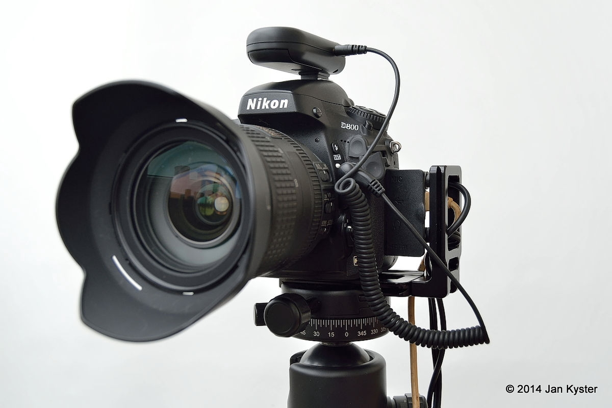 Nikon D800 w/ Hejnar ND800 MLB slid off / all remote cables connected / front side view hor.