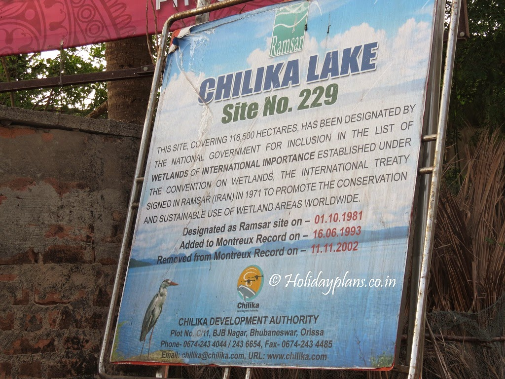 how to reach chilika lake from puri