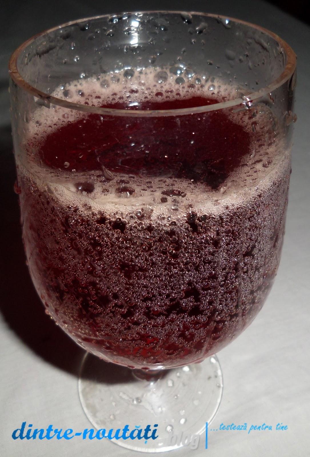 Băutură energizantă carbogazoasă cu aromă de merișoare