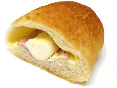 ベーコンチーズダッチ(Dutch Roll With Bacon & Cheese) | VIE DE FRANCE(ヴィ・ド・フランス)