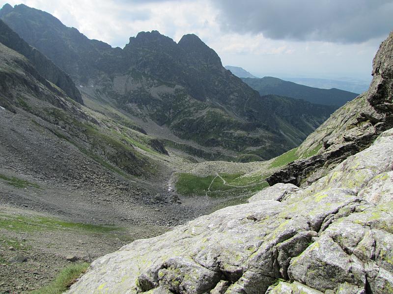Dolinka Kozia; na wprost widać Kościelec.