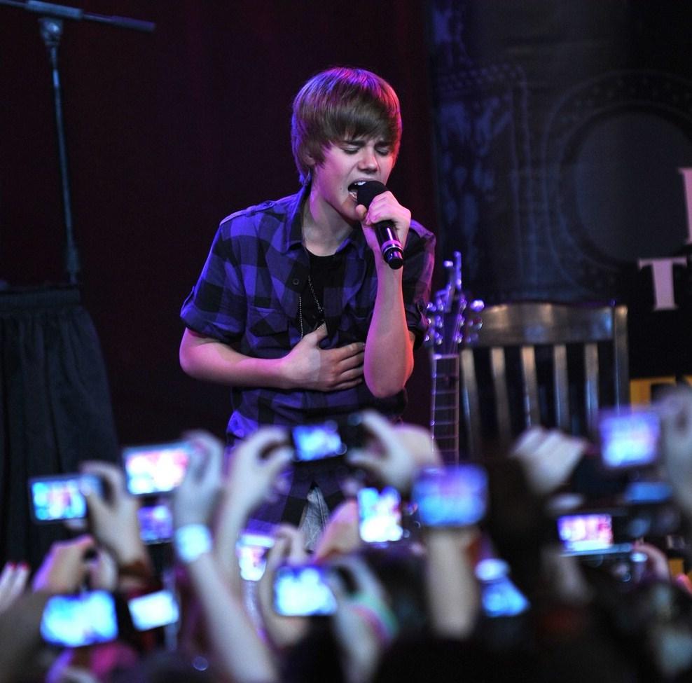 Londres 14 agosto 2011 europa press muchos fans le adoran for Justin bieber caracteristicas