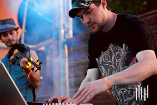 picture of emancipator playing live