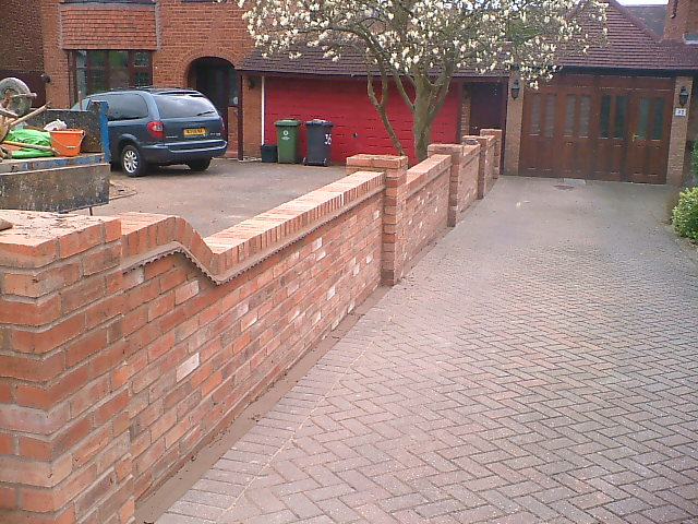 Brick laminate picture brick garden wall designs for Designs for brick garden walls