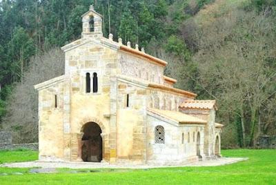 Villaviciosa, Valdediós, iglesia de San Salvador, fachada sur