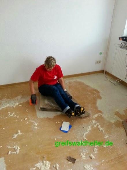Beraumungen Mit Den Greifswaldhelfern Teppichreste Entfernen Mit