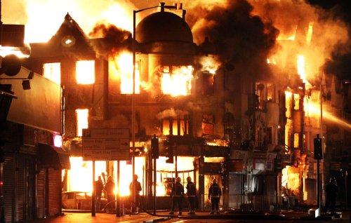 foto-kerusuhan-london-inggris-2011-03