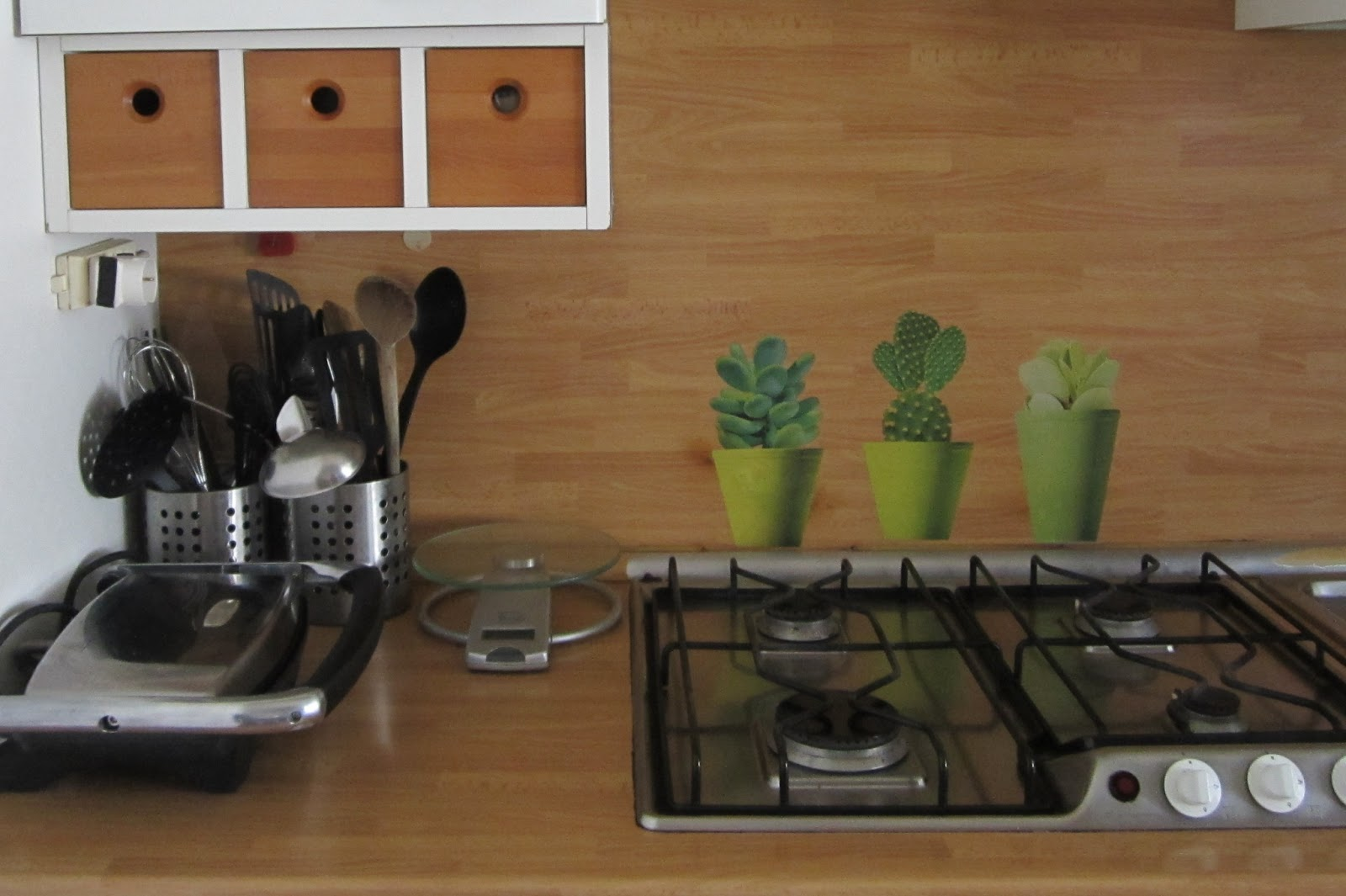 Astenersi No Perditempo: Rivestimento parete cucina bruciato
