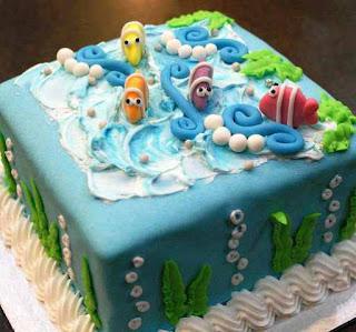 Kue ulang tahun pertama anak perempuan