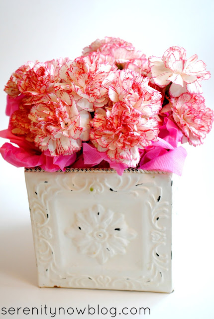 Tips to Make a Quick Flower Centerpiece, from Serenity Now
