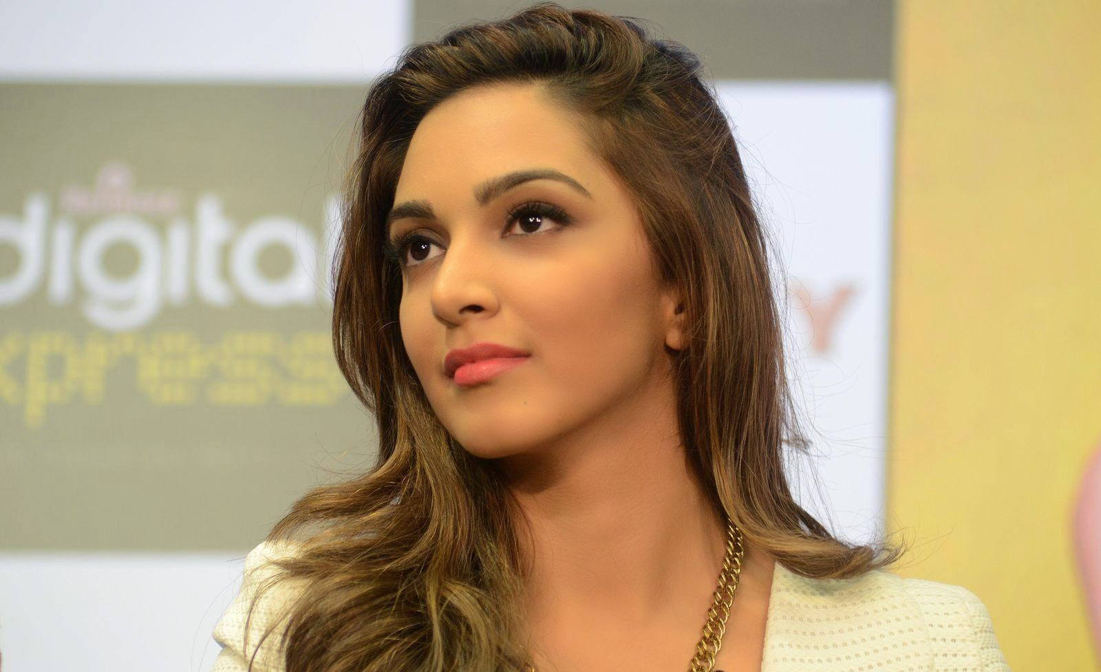 <div>Kiara Advani Showcasing Her Super Sexy Legs and Cleavage At Film &#8216;Fugly&#8217; Trailer Launch Event In Mumbai ❤ ❤  ❤</div>