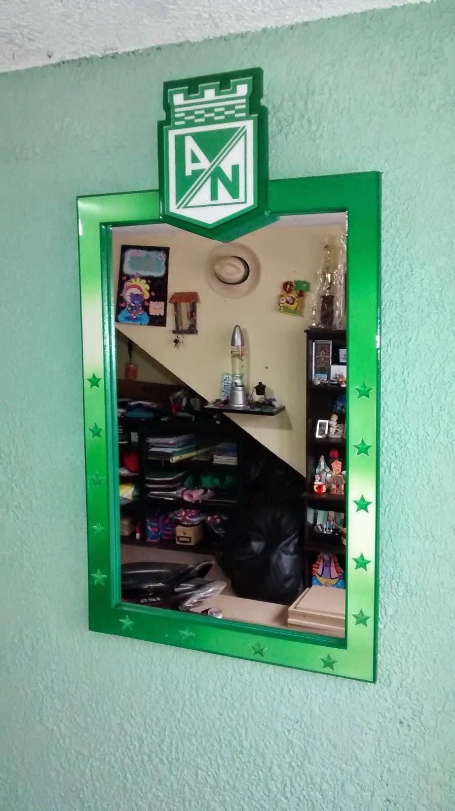 Galeria arte y dise o madekids marcos para espejos for Disenos de marcos para espejos