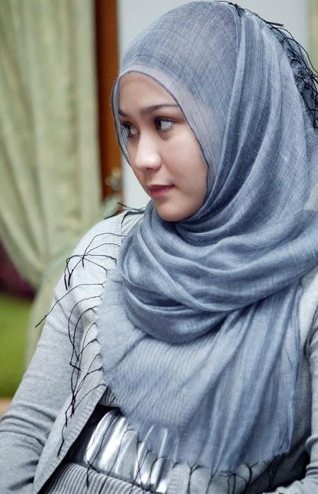 ... jilbab dengan cara yang berbeda, dan juga motif , model dan warna