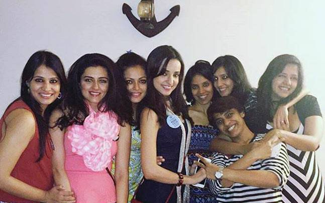 Sanaya Irani and friends