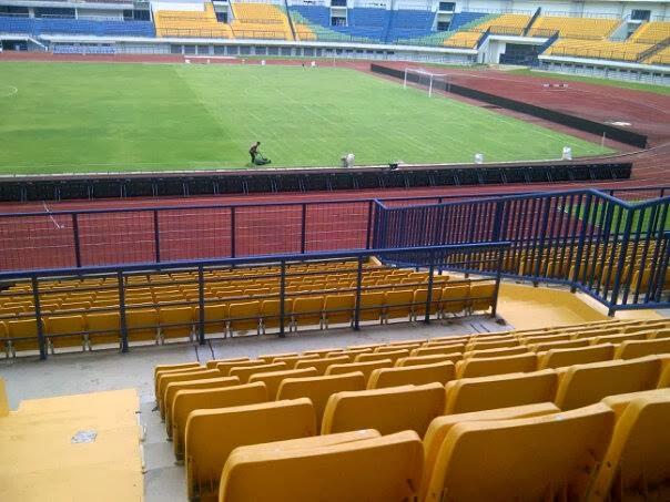 Potong rumput stadion GBLA