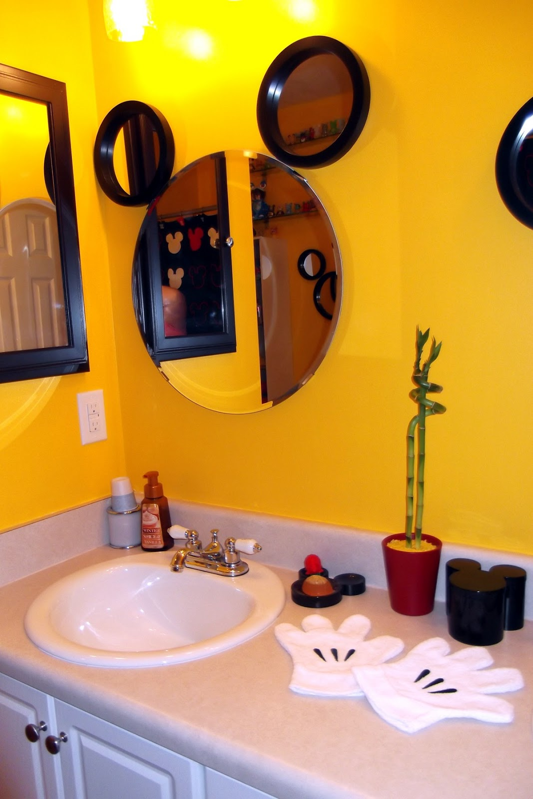 My mickey mouse bathroom tips from the disney divas and for Mickey mouse bathroom ideas
