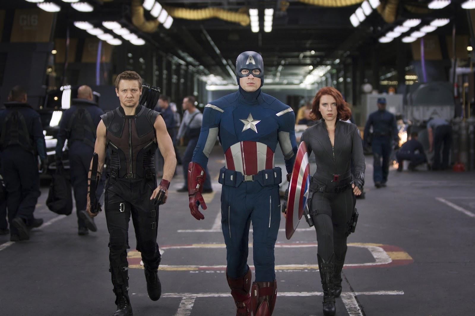http://3.bp.blogspot.com/-jOVT9ltAoac/T6cfRg0XbWI/AAAAAAAABEg/ZsGcqKGO93w/s1600/Jeremy-Renner-Chris-Evans-and-Scarlett-Johansson-in-The-Avengers-2012.jpg