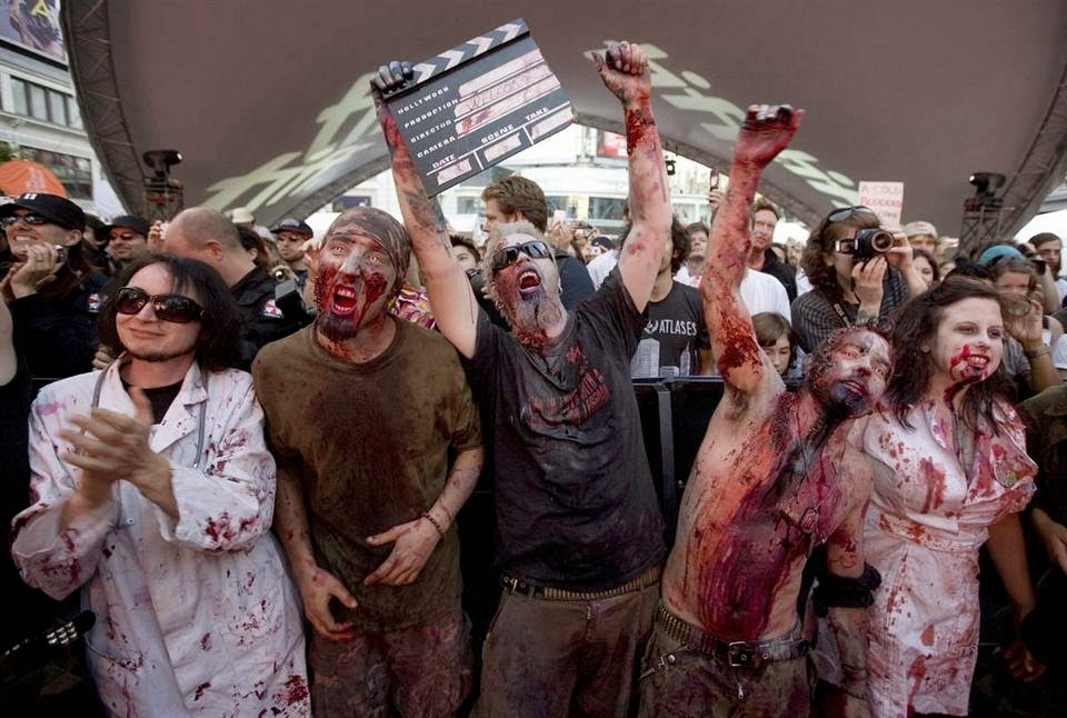 Фанаты, разодетые как зомби