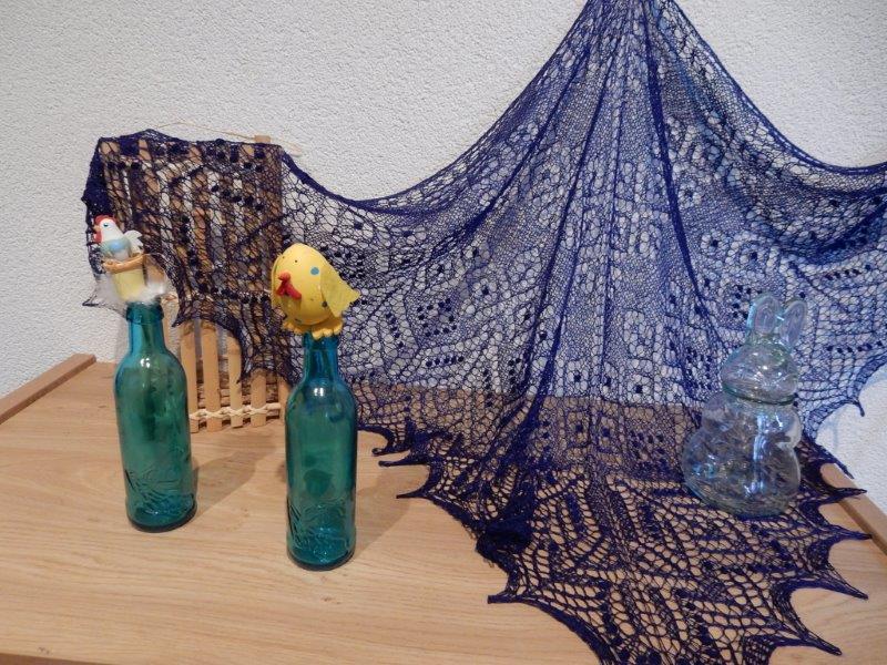 TE KOOP diep donkerblauwe shawl.