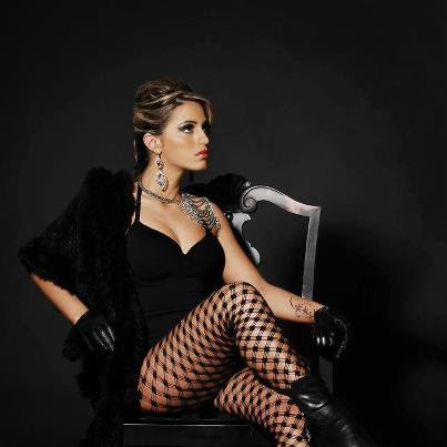 A modelo Cinthia Fiorino fala para o Blog Notícias e Curiosidades sobre seu ensaio nu que fez para