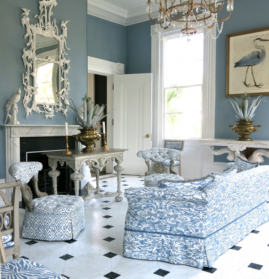 Chinoiserie chic saturday inspiration blue and white by for The blue room