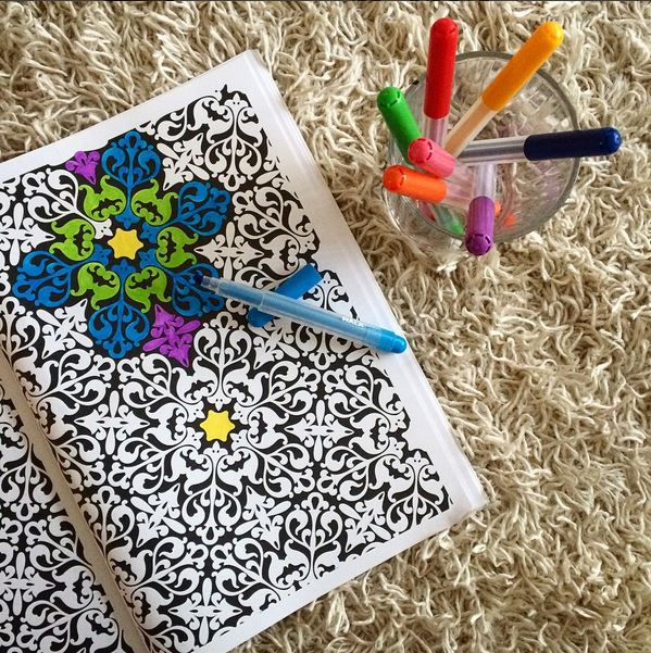ADULT COLORING :: colour me pretty >> STARTS WITH CUPCAKES