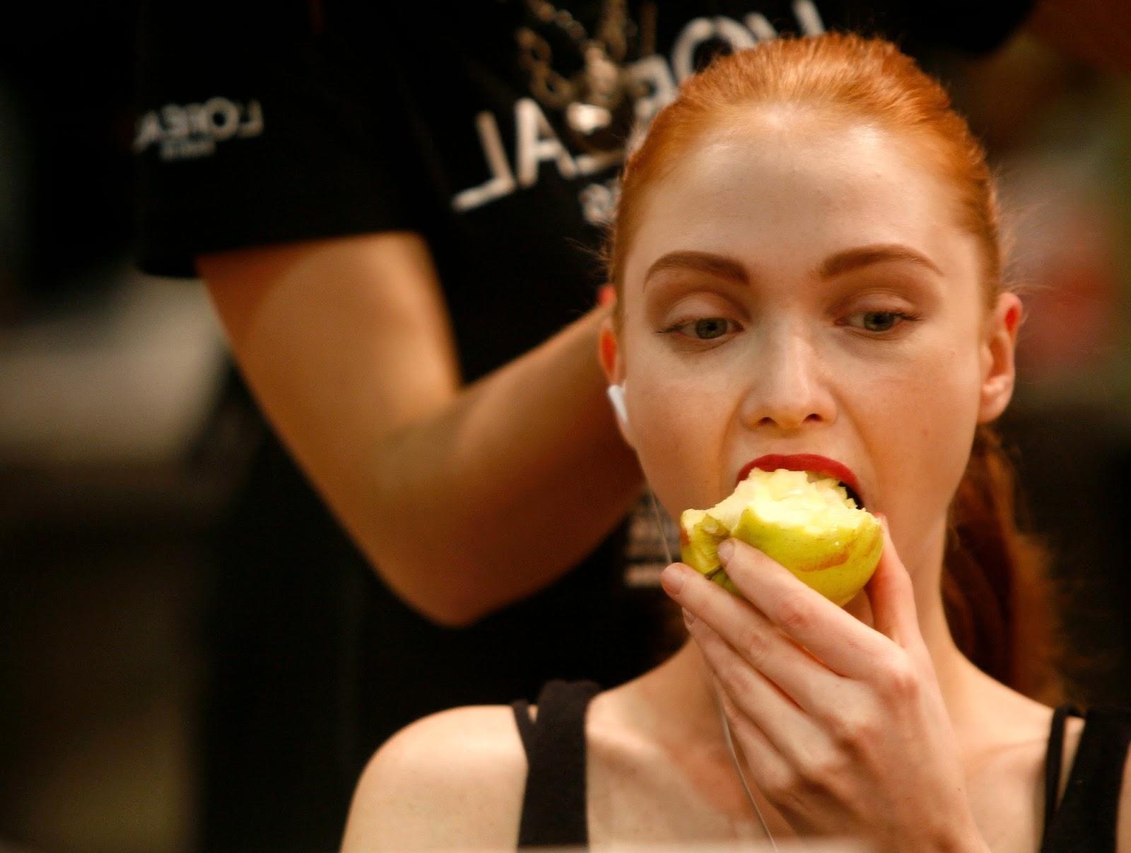 models_eating