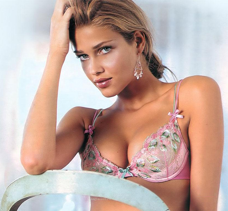 Ana Beatriz Barros - Photo Gallery