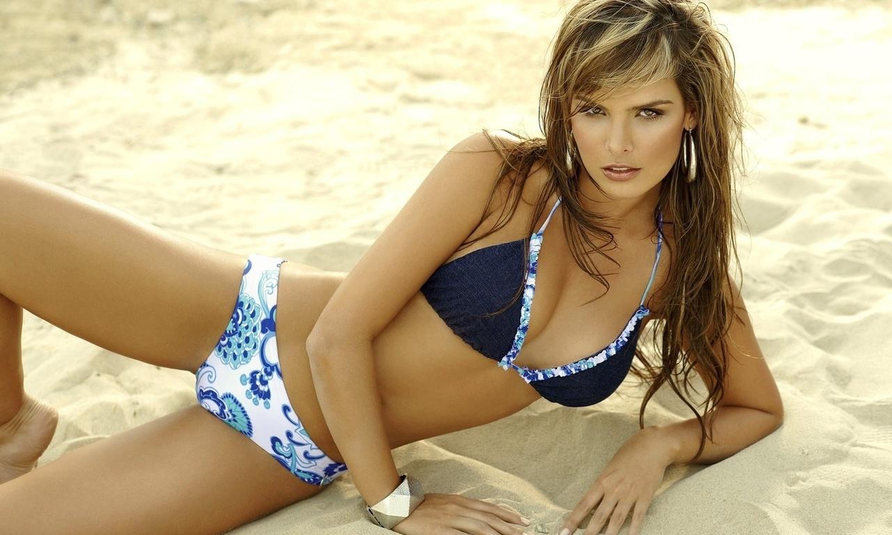 http://3.bp.blogspot.com/-jPKHh6su93Q/TomwQhJewYI/AAAAAAAADv8/cDLx11DYtLE/s1600/beach+babe.jpg
