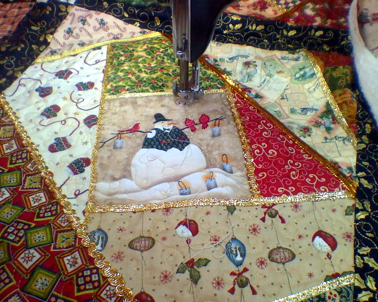 AddictedToNeedleAndThread: Christmas Crazy Quilting