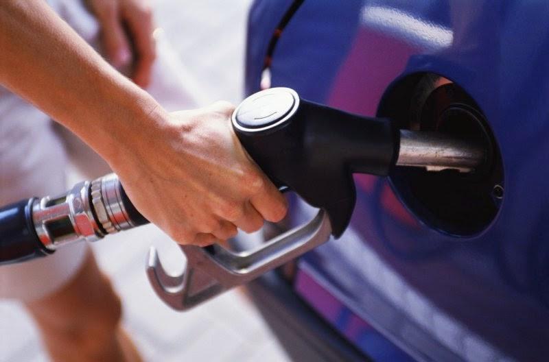Какой будет цена (стоимость) бензина в Новом 2015 году в России - прогнозы и ожидания