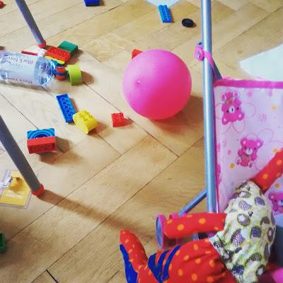 Leben mit Kleinkind Chaoswohnung Unordnung mit Kind Runzelfuesschen Elternblog