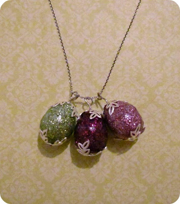 DIY Jewellery, Mod Podge Jewellery, Mod Podge Pendant, Easy Craft, Easter Egg Necklace, egg necklace, DIY Eggs, Glitter eggs, Glitter Egg Necklace