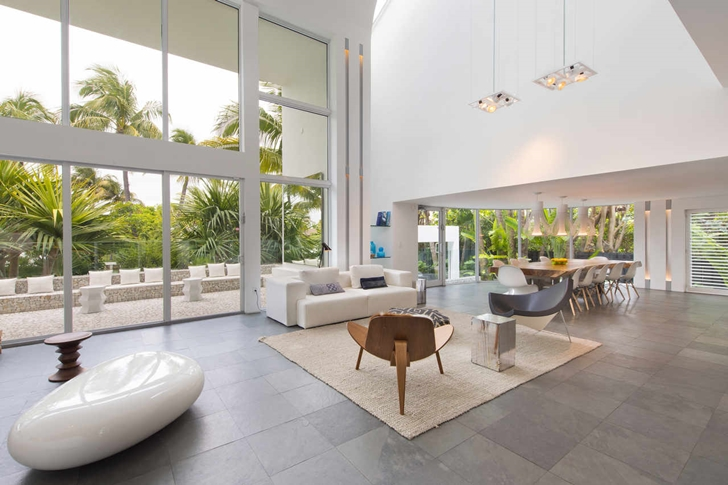 Contemporary room design in Modern mansion in Miami