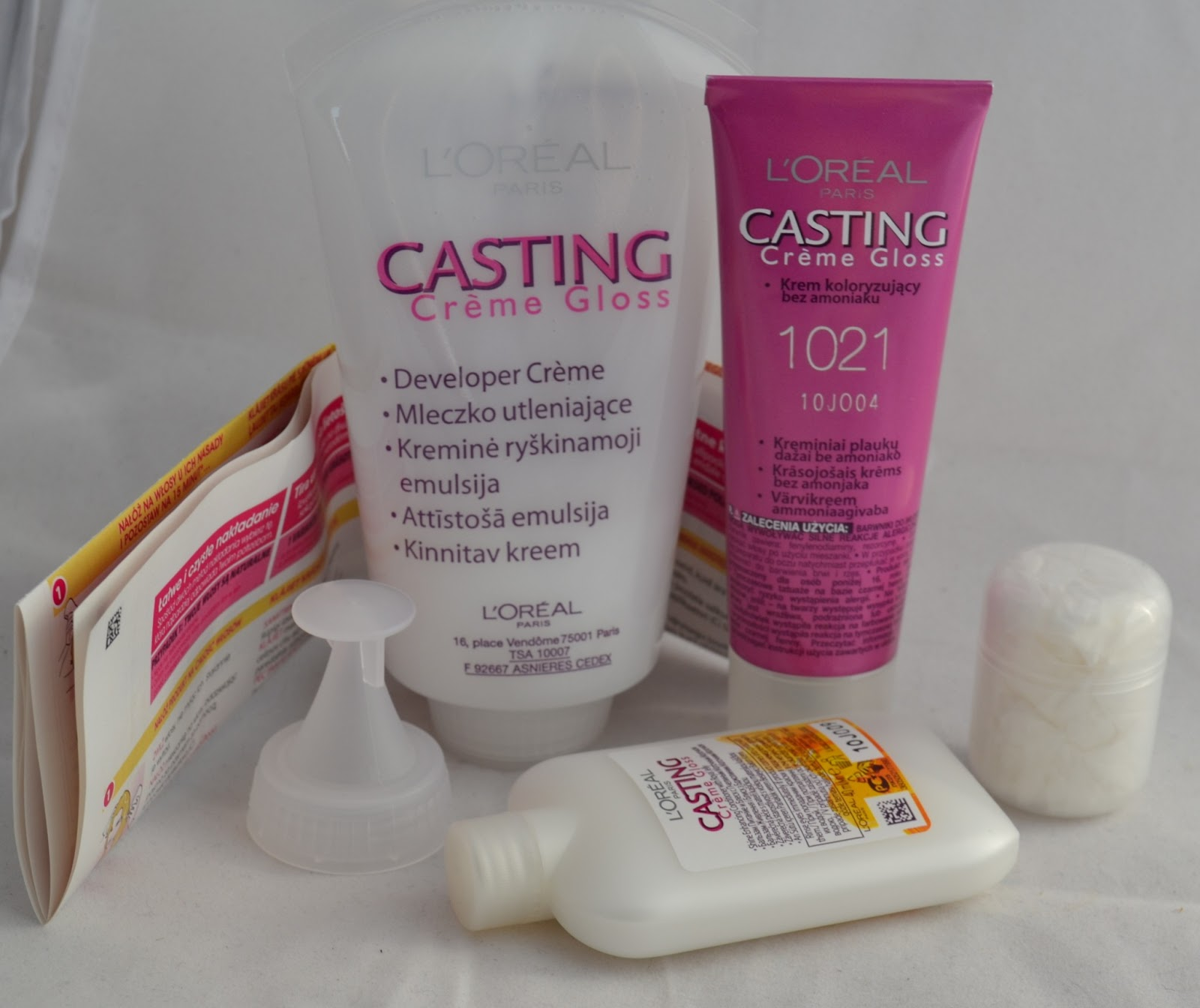 developer creme, dye, shine enhancing conditioner, gloves, instructions