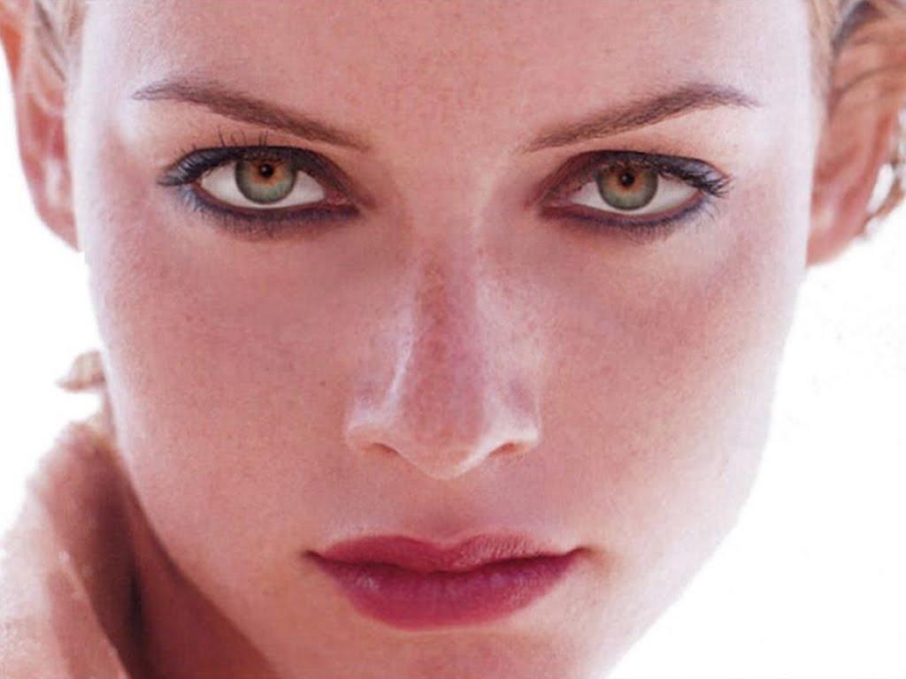 http://3.bp.blogspot.com/-jR1_0wHqmrY/Td-MnMkRteI/AAAAAAAAE2k/vSFR2wOsLe0/s1600/Amber%2BValletta.jpg