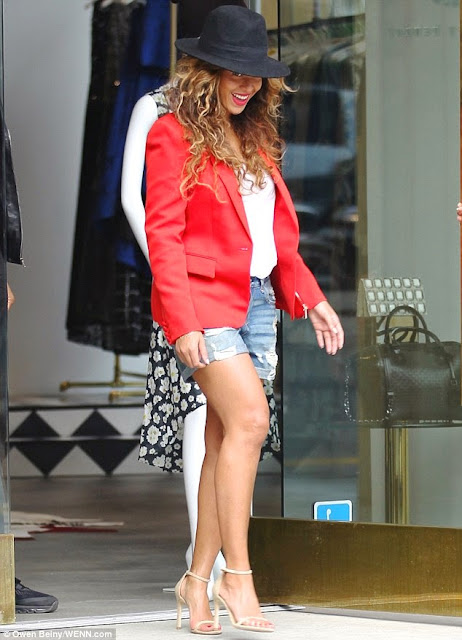 Beyonce Is All Smiles During Shopping Trip