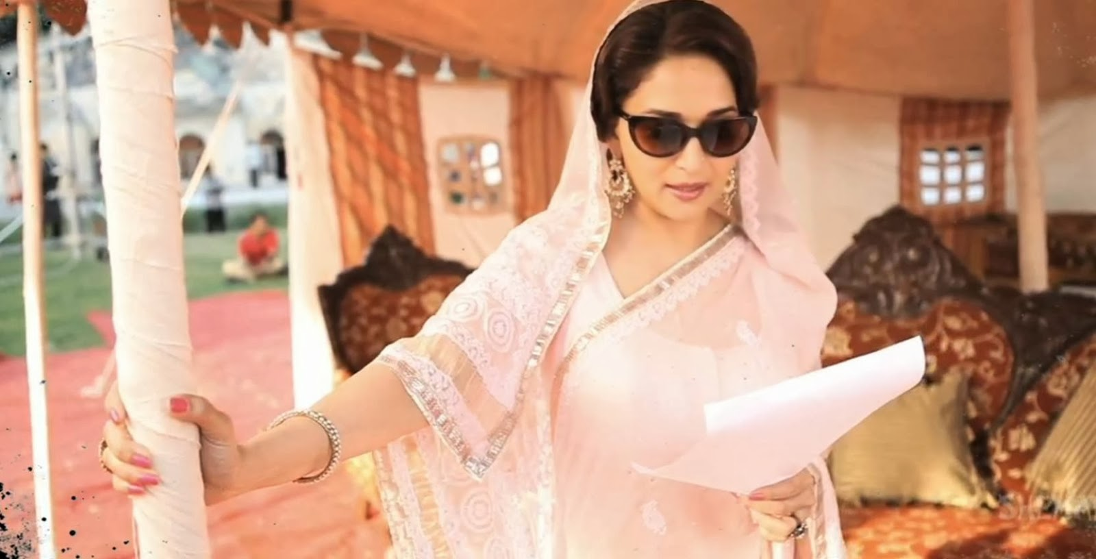 Dedh Ishqiya style guide - Madhuri Dixit-Nene in a gorgeous pink lucknowi sari