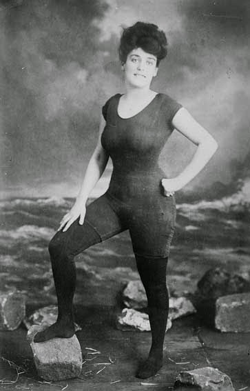 52 photos of women who changed history forever - After Annette Kellerman was photographed wearing a bathing suit, she was arrested due to public indecency (1907).