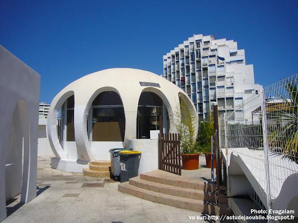 astudejaoublie - architecture - La Grande Motte - Bar de la Piscine Neptune  Architecte: Jean Balladur  Début du projet: 1972