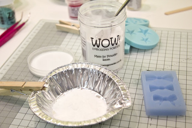 http://danipeuss.blogspot.com/2015/12/embellishments-mit-melt-it-powder-von-wow-selber-machen.html