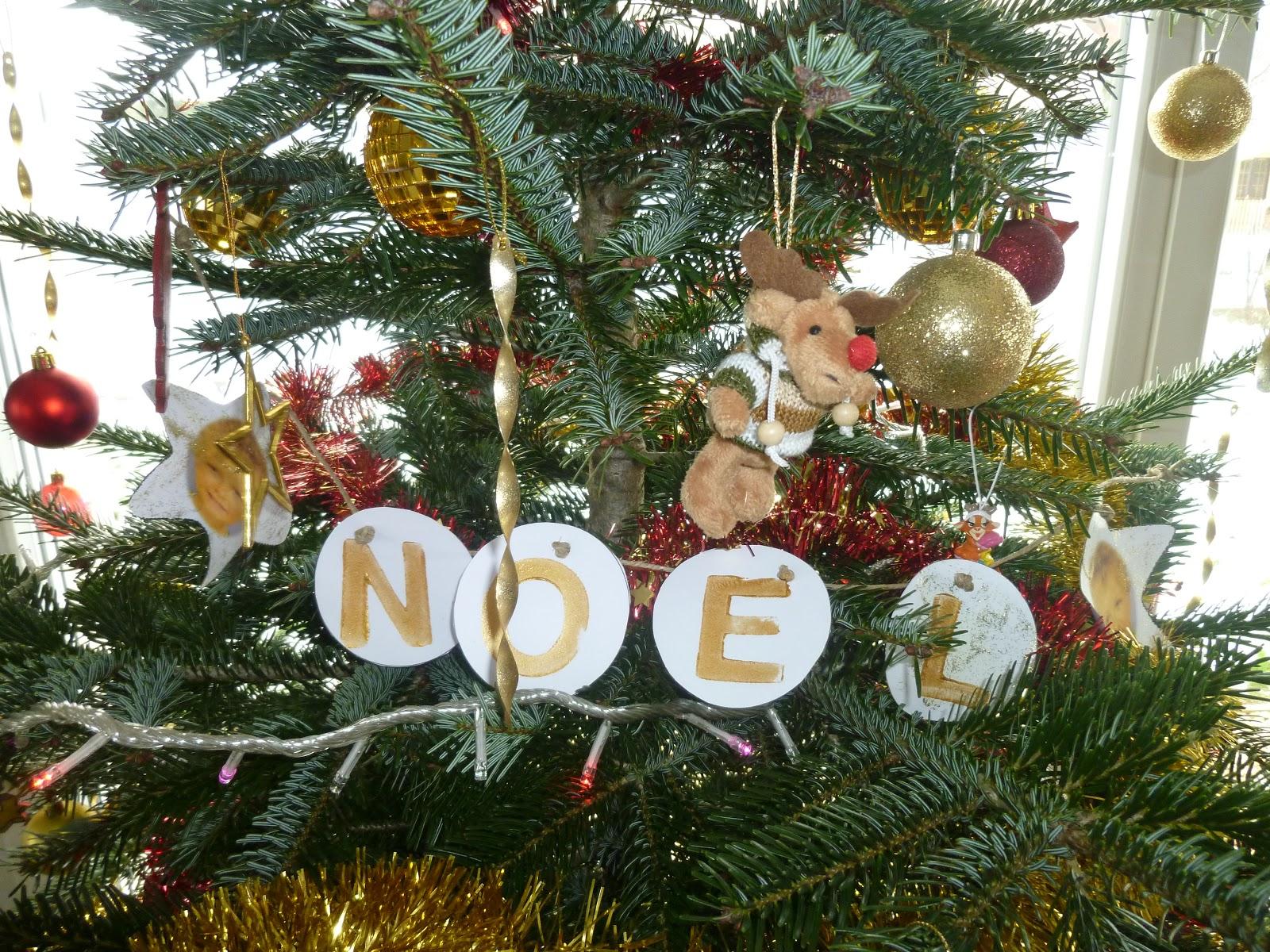 #693D24 Maman Est Au Musée: Mon Beau Sapin De Noël Rouge Et Or 6513 décoration sapin de noel rouge et or 1600x1200 px @ aertt.com