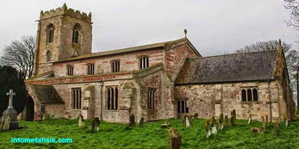 salah satu dari  4 Gereja dengan Mitos Paling Angker di Dunia infometafisik.com