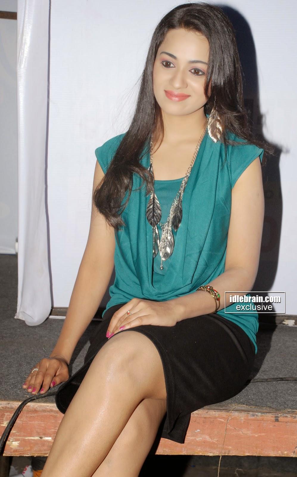 Reshma thighs n bare legs