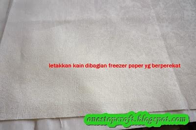 kain direkatkan ke freezer paper