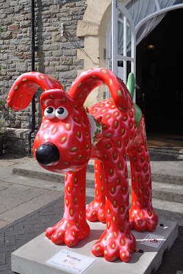Gromberry Gromit (side view)