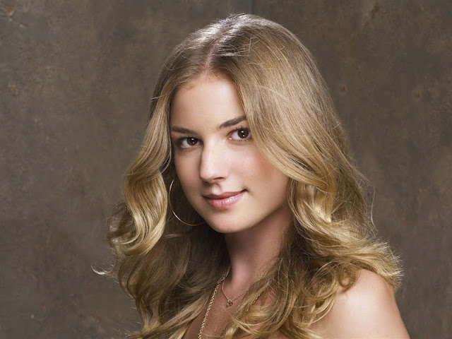 Emily VanCamp Biography and Photos 2012