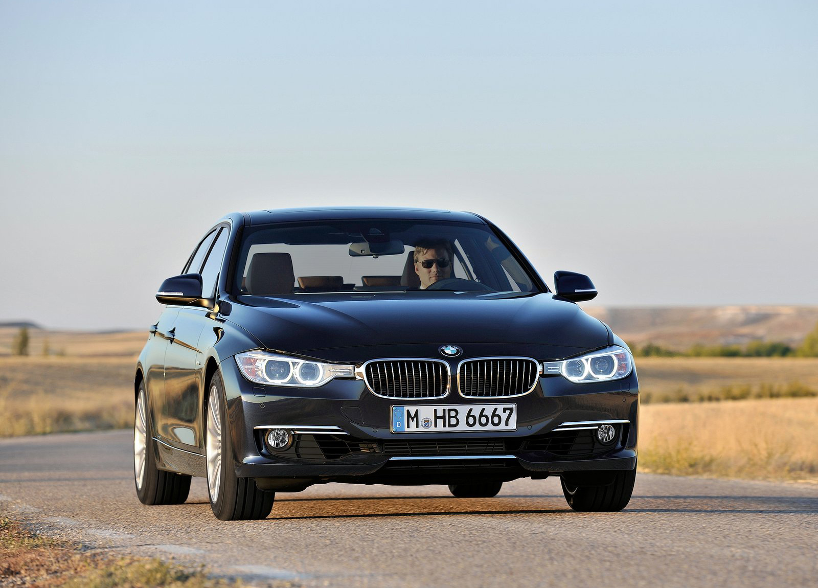 http://3.bp.blogspot.com/-jSJOsubGik0/UCp0csmVFQI/AAAAAAAAHFo/7o4jhn1sj8M/s1600/BMW-3-Series_2012_1600x1200_wallpaper_11.jpg